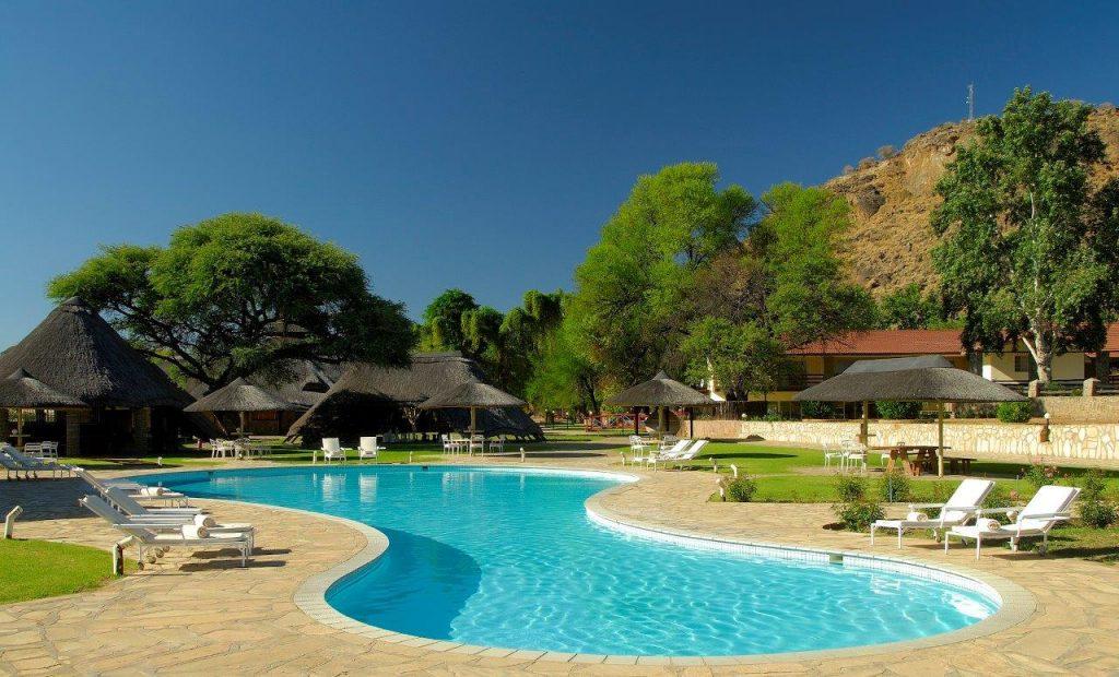 Namibia Okahandja Midgard Country Estate Pool Iwanowskis Reisen - afrika.de