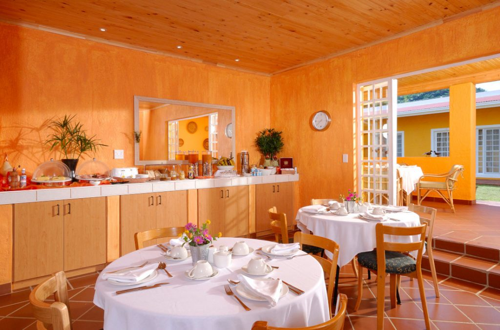 Namibia Windhoek Casa Piccolo Frühstücksraum Iwanowskis Reisen - afrika.de