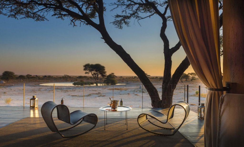 Namibia Etosha National Park Onguma The Fort Terrasse Iwanowskis Reisen - afrika.de