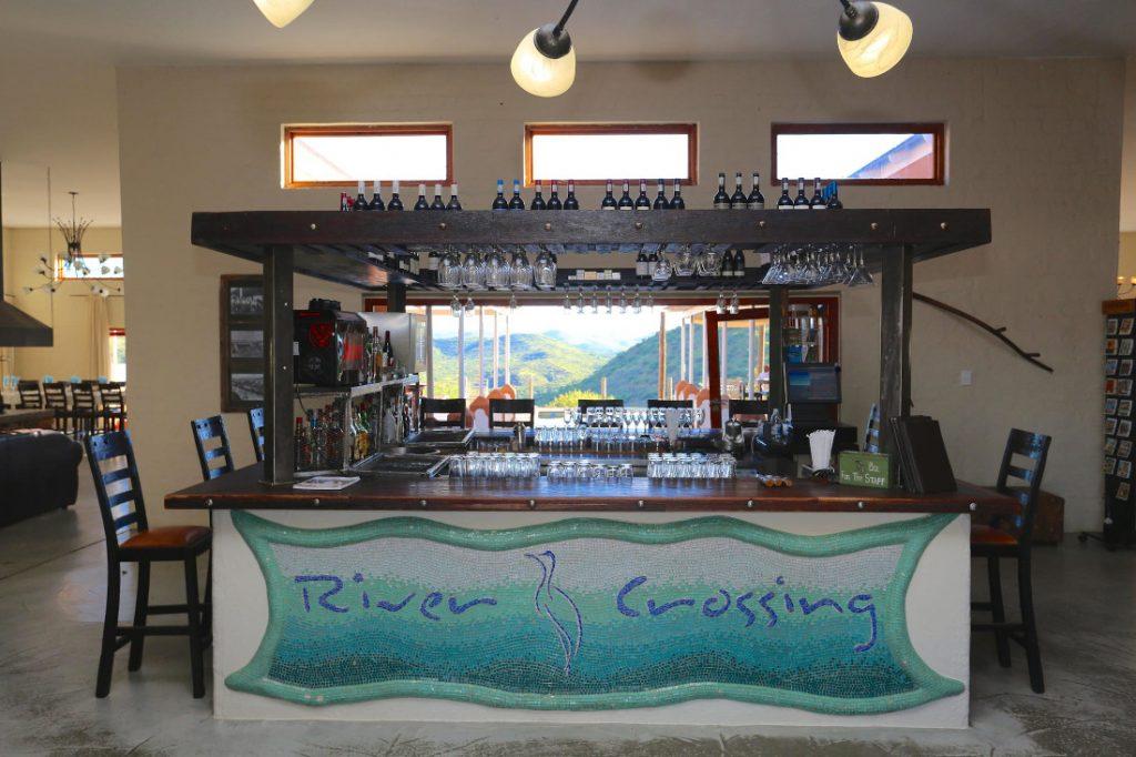 Namibia Windhoek River Crossing Lodge Bar Iwanowskis Reisen - afrika.de