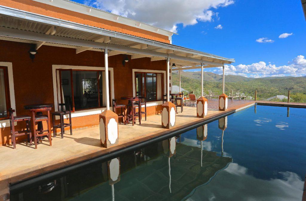 Namibia Windhoek River Crossing Lodge Pool Iwanowskis Reisen - afrika.de