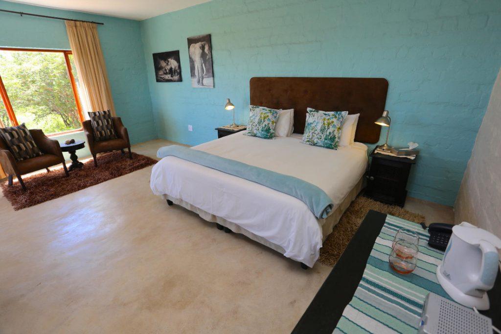 Namibia Windhoek River Crossing Lodge Zimmer Iwanowskis Reisen - afrika.de
