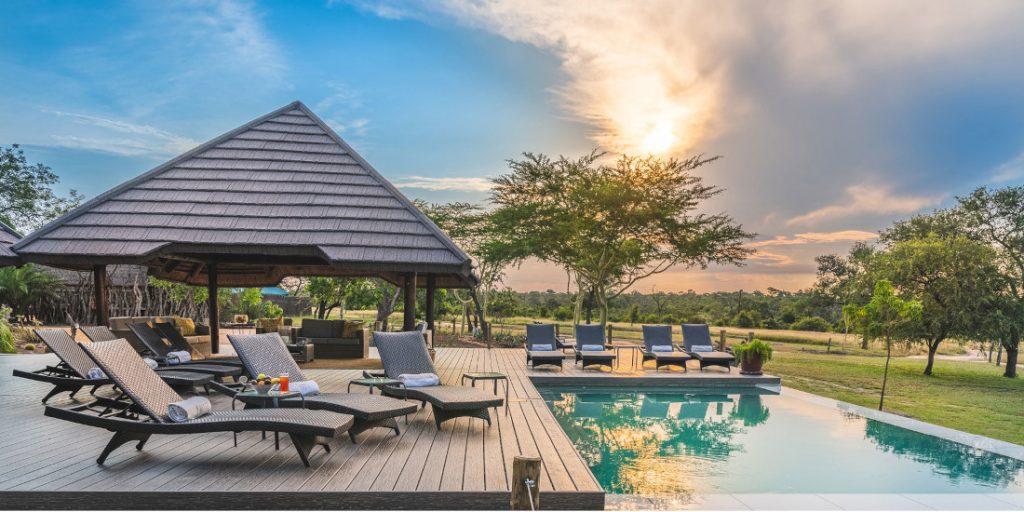 Südafrika Krüger Nationalpark Sabi Sands Reserve Nkorho Bush Lodge Pool Iwanowskis Reisen - afrika.de