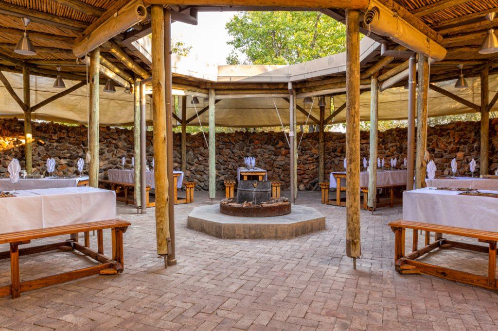 Namibia Etosha Nationalpark Etosha Village Restaurant Iwanwoskis Reisen - afrika.de