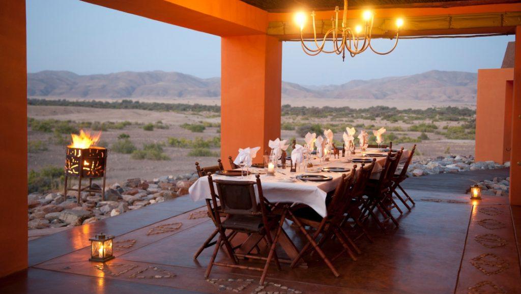 Namibia Kaokoland Okahirongo Elephant Lodge Dinner Iwanowskis Reisen - afrika.de