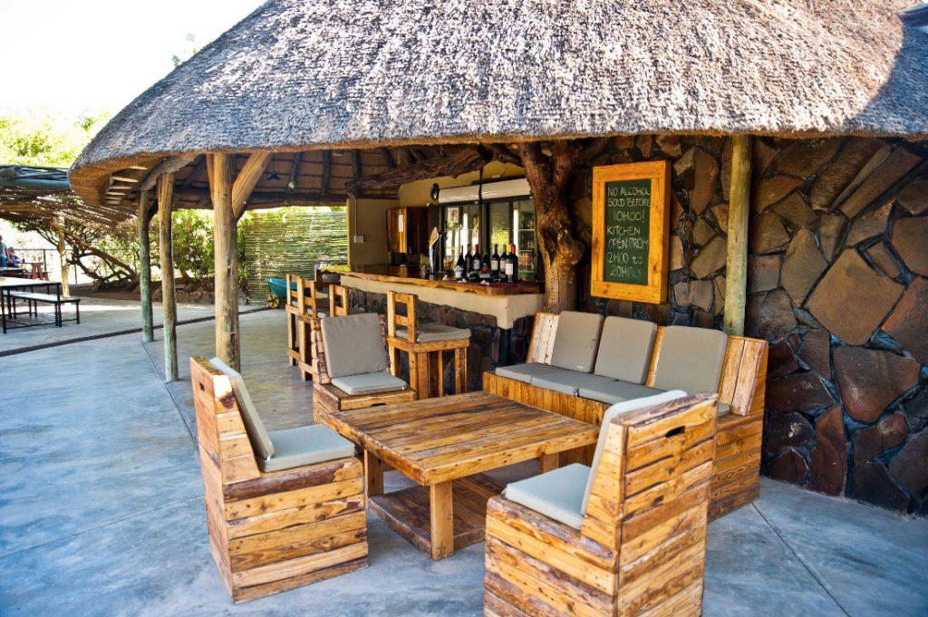 Namibia Palmwag Lodge Bar Iwanowskis Reisen - afrika.de
