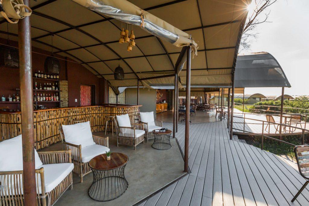 Namibia Caprivi Serondela Lodge Terrasse Bar Iwanowskis Reisen - afrika.de