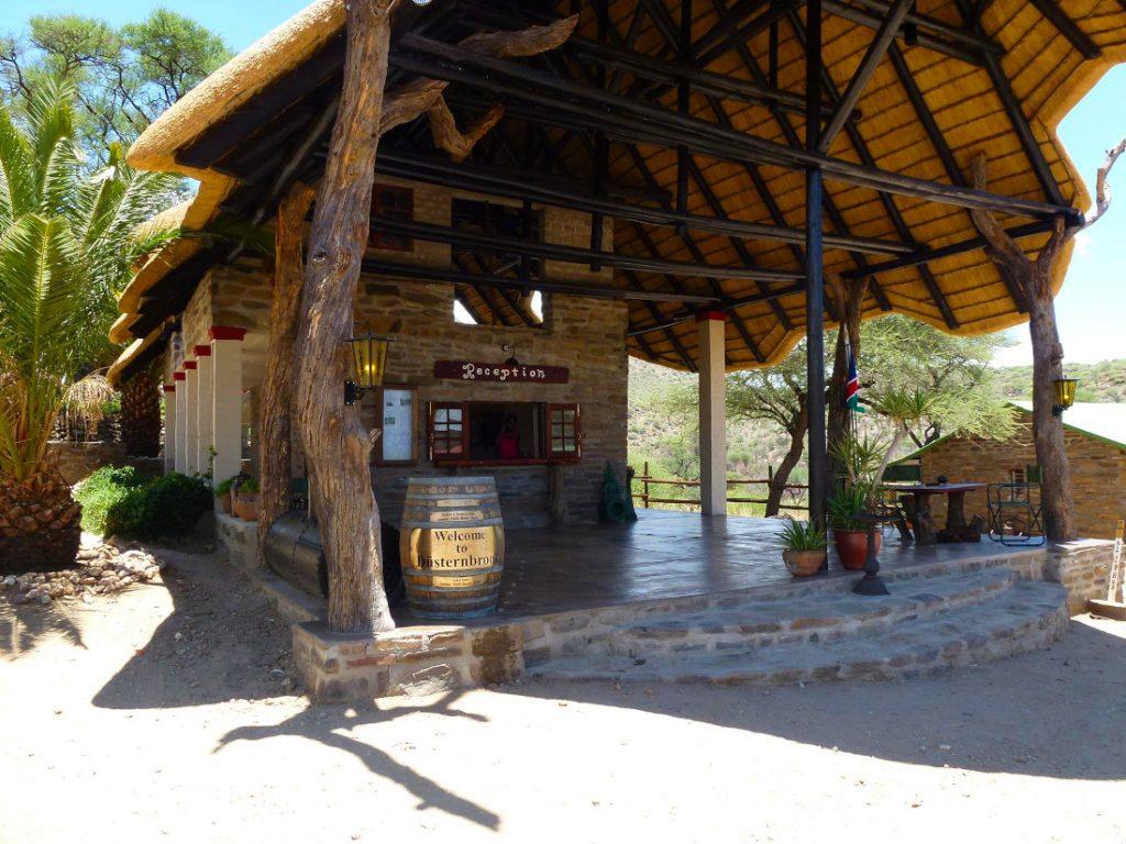 Namibia Windhoek Düsternbrook Gästefarm Rezeption Iwanowskis Reisen - afrika.de