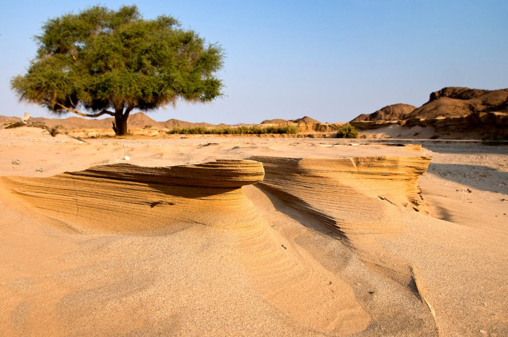 Namibia Hoanib Flussbett Iwanwoskis Reisen - afrika.de