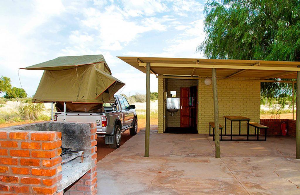 Namibia Kalahari Anib Lodge Campingplatz Iwanowskis Reisen - afrika.de