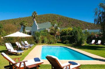 Garten mit Swimmingpool im Alten Landhaus in Oudtshoorn Südafrika