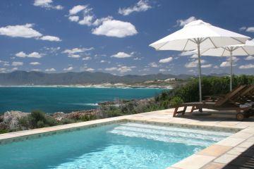 Ausblick vom Swimming Pool der Cliff Lodge in Gansbaai Südafrika