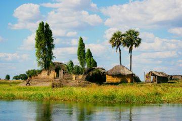 Sambia Dorf in den Barotse Plains Iwanowskis Reisen - afrika.de