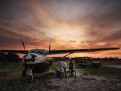 Botswana Safari Okavango Delta Khwai River Lodge Landebahn - afrika.de