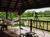 Botswana Reisen Okavango Delta Khwai River Lodge Balkon - afrika.de