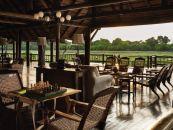 Botswana Reisen Okavango Delta Khwai River Lodge Lounge - afrika.de