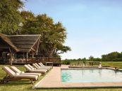 Botswana Reisen Okavango Delta Khwai River Lodge Swimming Pool - afrika.de