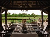 Botswana Safari Okavango Delta Khwai River Lodge Restaurant - afrika.de