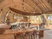Botswana Okavango Delta Sandibe Safari Lodge Hauptbereich - afrika.de
