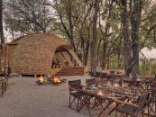 Botswana Okavango Delta Sandibe Safari Lodge Grillplatz - afrika.de